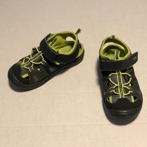3/$10 osh kosh enclosed sandals boys 10 toddler